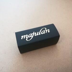 چاپ برند majulan روی پلاستیک به روش طلاکوب