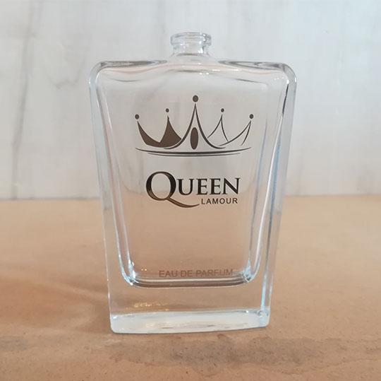 چاپ برند Queen روی شیشه عطر به روش سیلک